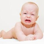 Ребенок плачет во время массажа